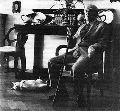 Borges with his cat Beppo.